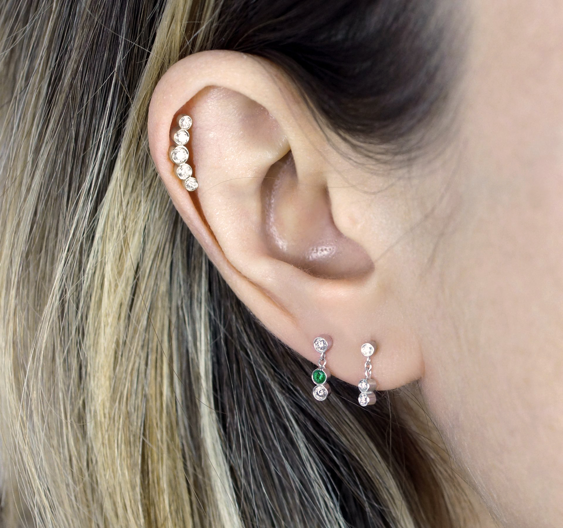 luxury-piercings-slightly-curved-design-makes-this-style-especially-stunning-for-helix-piercings