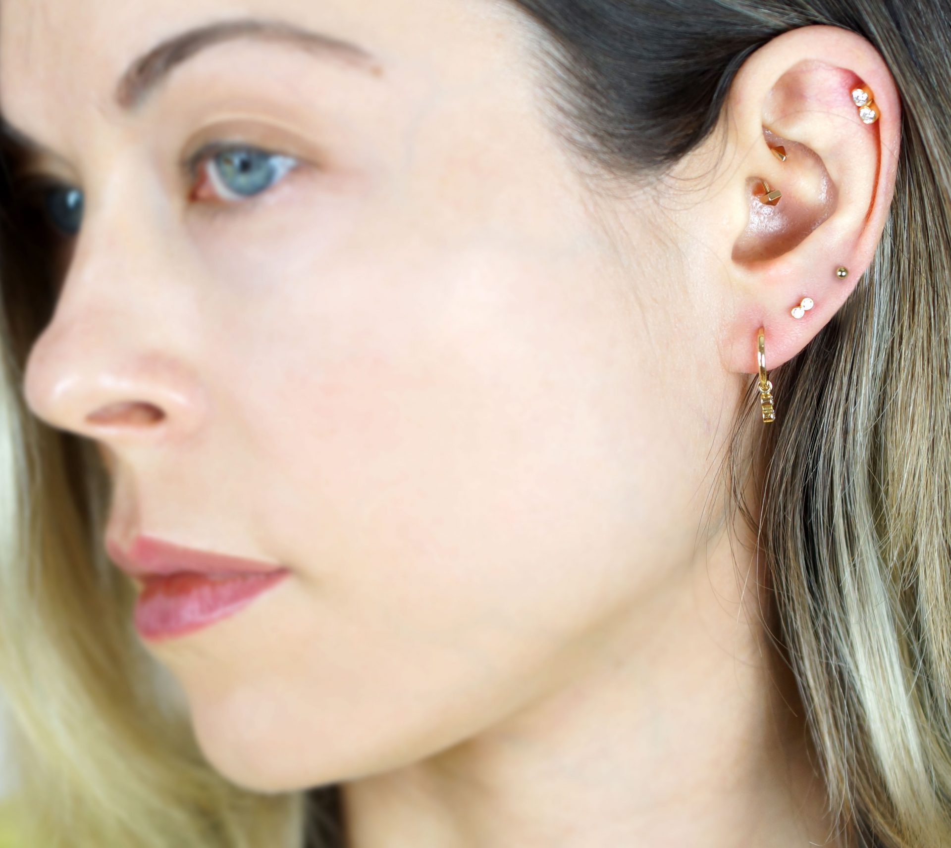 stacking combos of large diamond studs in simple shapes mixed with hoop stacks or go for a combination of miniature studs along with threader earrings