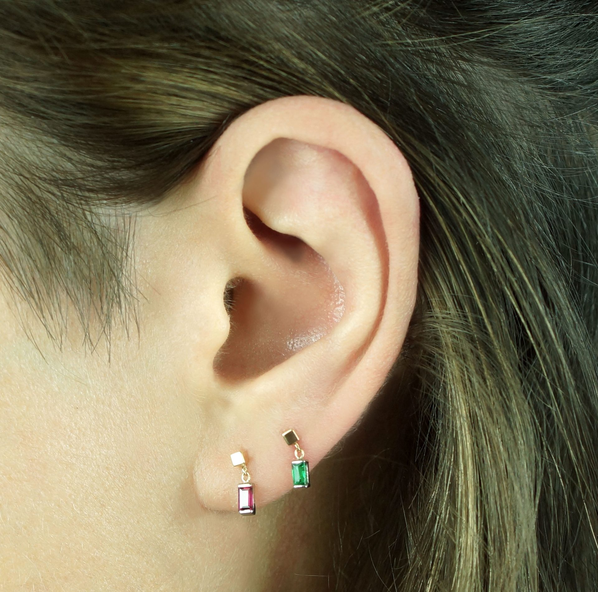 emerald-cartilage-piercing-earring-handmade-from-18k-yellow-and-white-gold