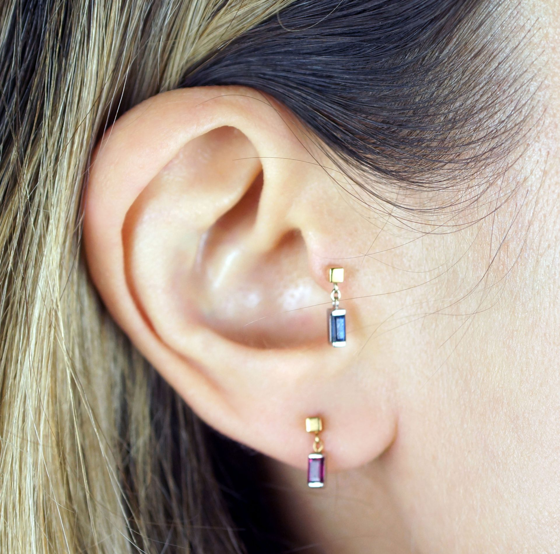 saphirre-cartilage-piercing-earring-handmade-from-18k-yellow-and-white-gold