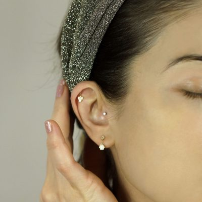 single-diamond-helix-studs-perfect-for-any-part-of-the-ear-suitable-jewellery-for-any-kind-of-cartilage-piercing