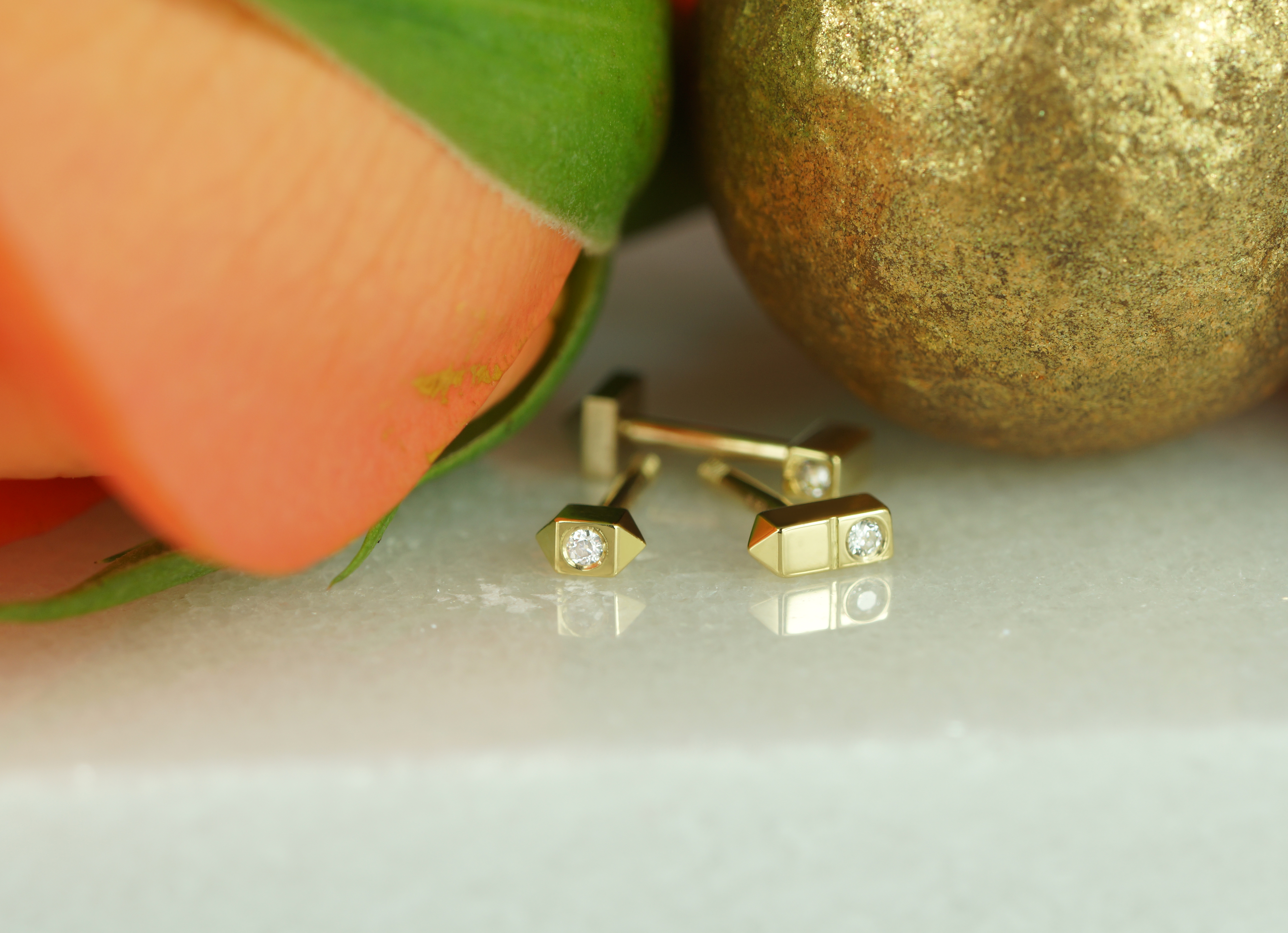 358c9201d why is it better to decorate your ears with quality gold cartilage ...