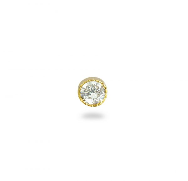 This stud features a single glittering diamond with delicate milgrain edging adding a subtly vintage effect.