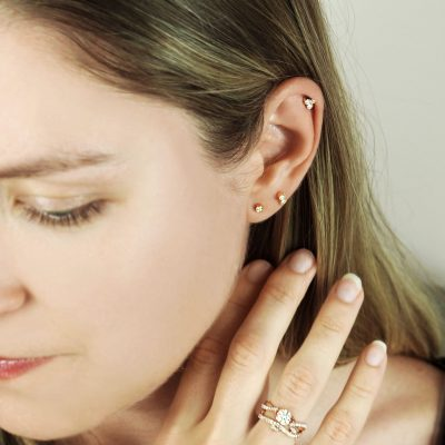 luxury-piercing-18k-gold-cartilage-stud-diamonds-milgrain-vintage-effect-lena-cohen-uk