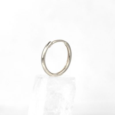 18k-Solid-White-Gold-Huggie-Hoop-Earrings-Luxury-Piercings-Lena-Cohen