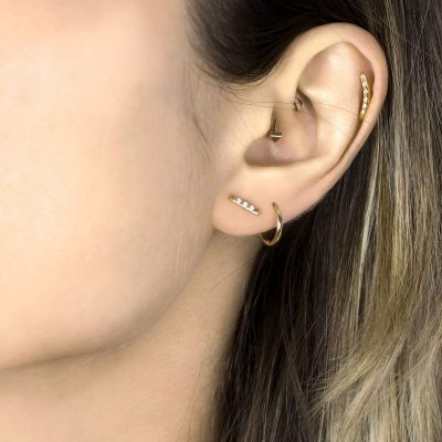 18k-yellow-gold-delicate-diamond-piercing-bar-stud-minimal-dainty-helix-lobe-jewellery