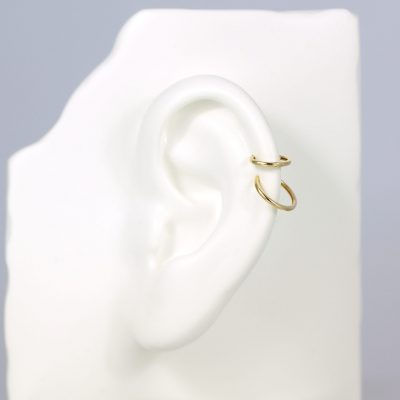 clicker-18k-yellow-gold-single-hoop-huggie-earring-lena-cohen-london