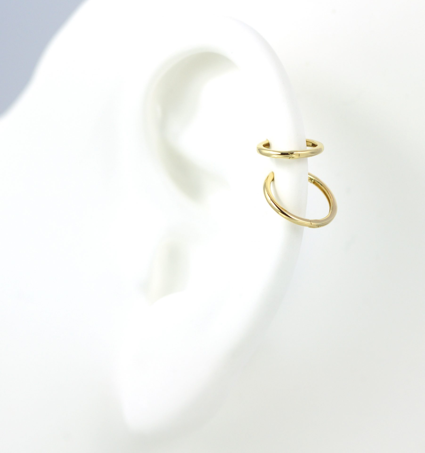hoop-clicker-18k-yellow-gold-single-huggie-earring-lena-cohen-london