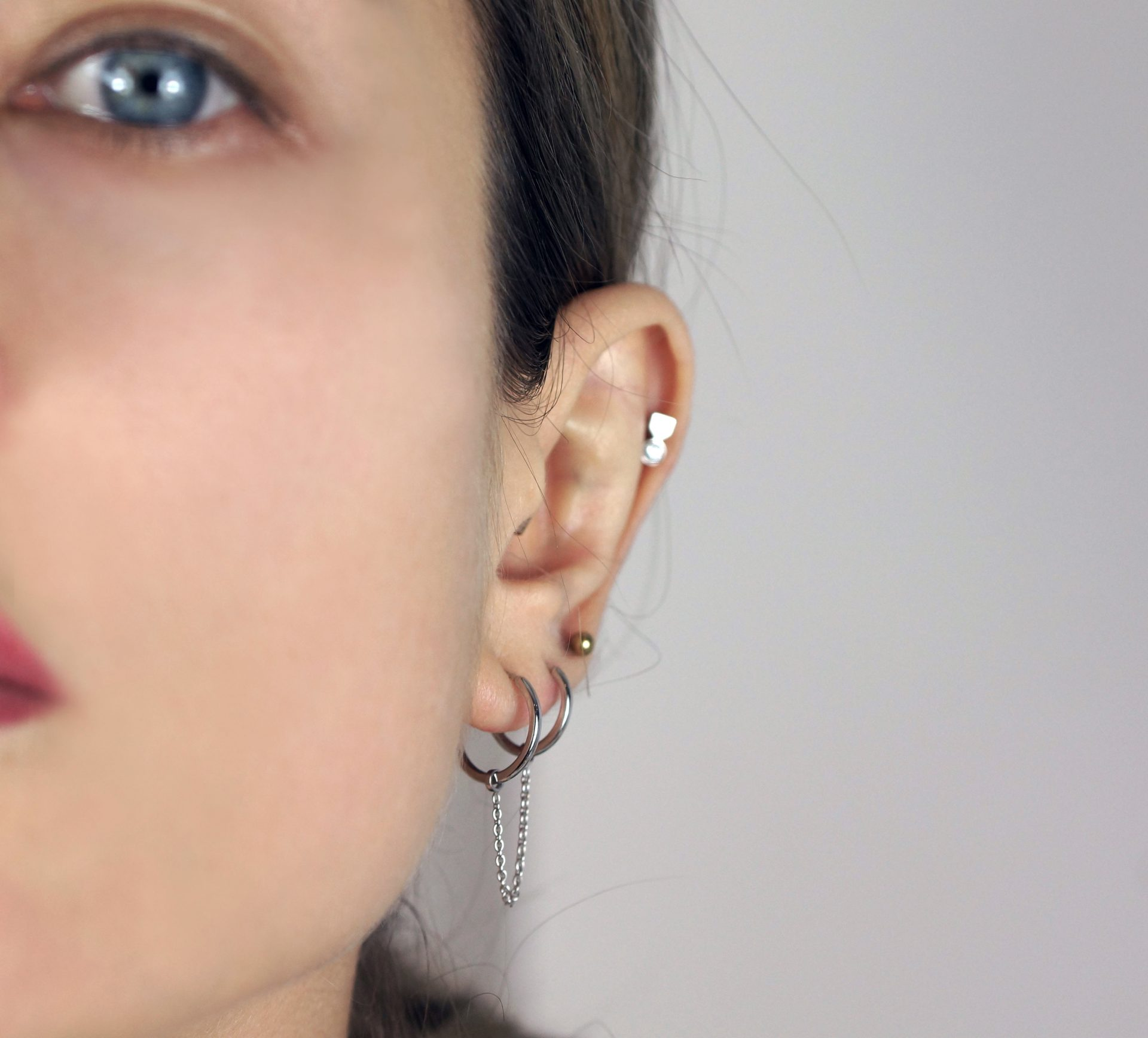 18k-gold-cartilage-earrings-hoops-luxury-piercing-lena-cohen-2