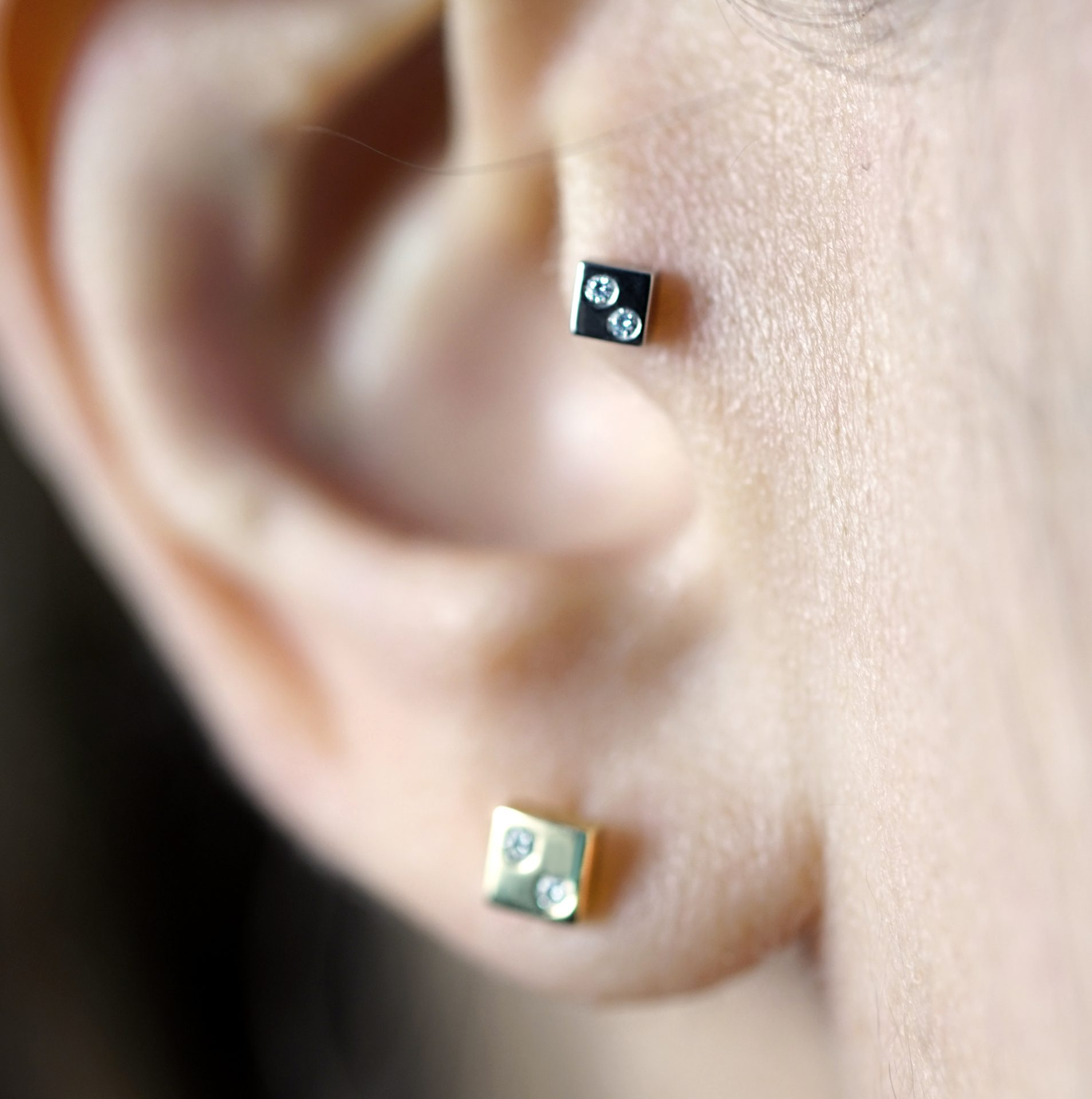18k-solid-gold-geometric-unisex-square-luxury-screw-back-cartilage-earring-by-British-designer-Lena-Cohen-United-Kingdom