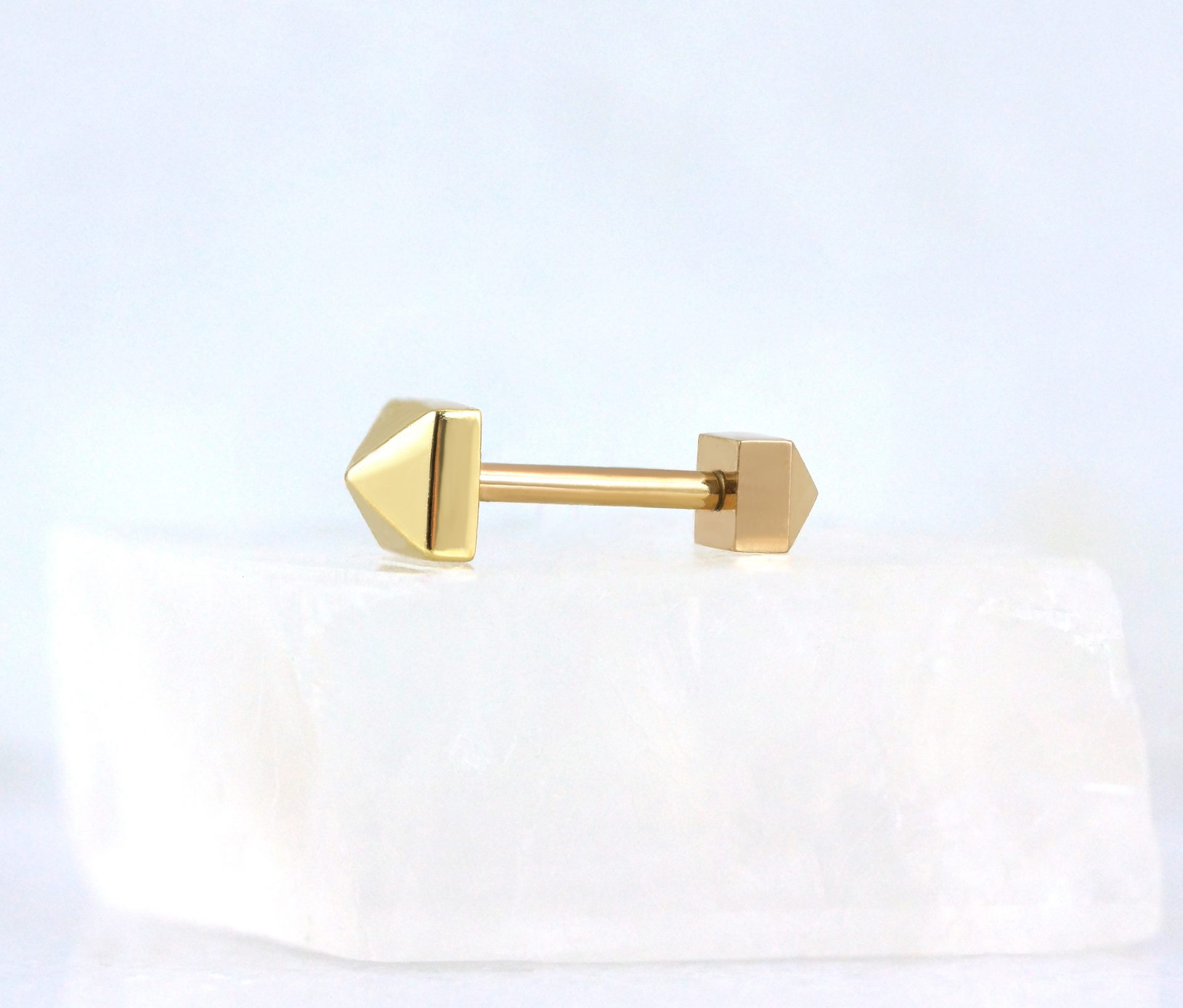 18k-yellow-gold-pyramid-screw-back-stud-lena-cohen-luxury-piercings-