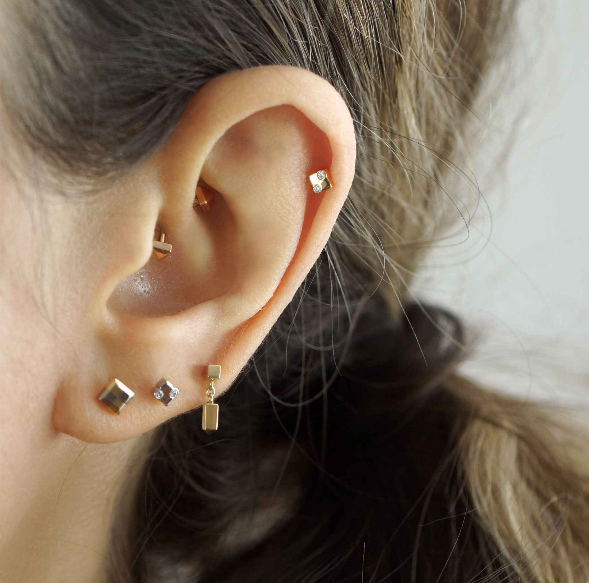 Minimalistic geometric luxury screw back cartilage earring by British designer Lena Cohen.
