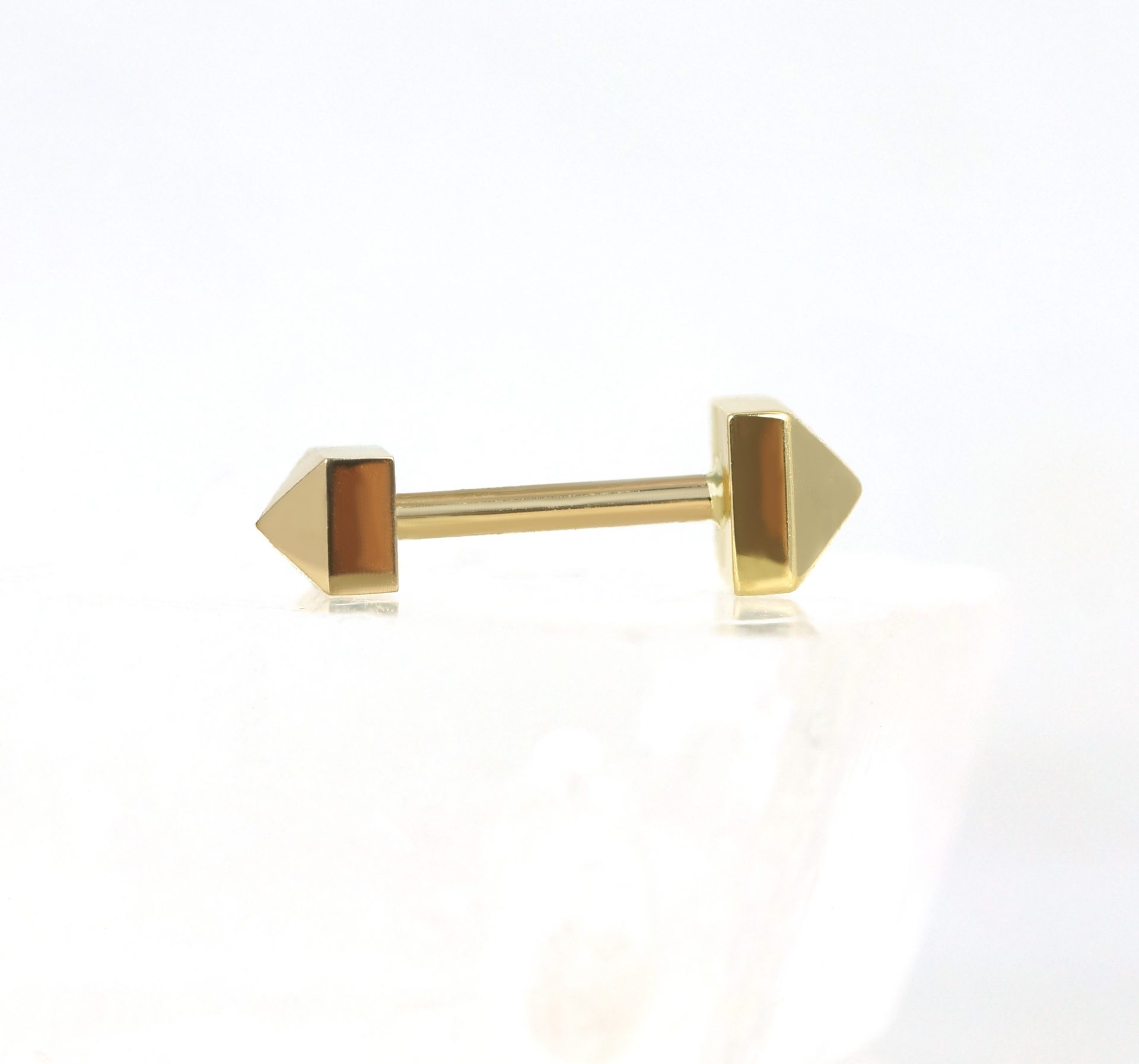 luxury-piercing-18k-yellow-gold-pyramid-stud-lena-cohen
