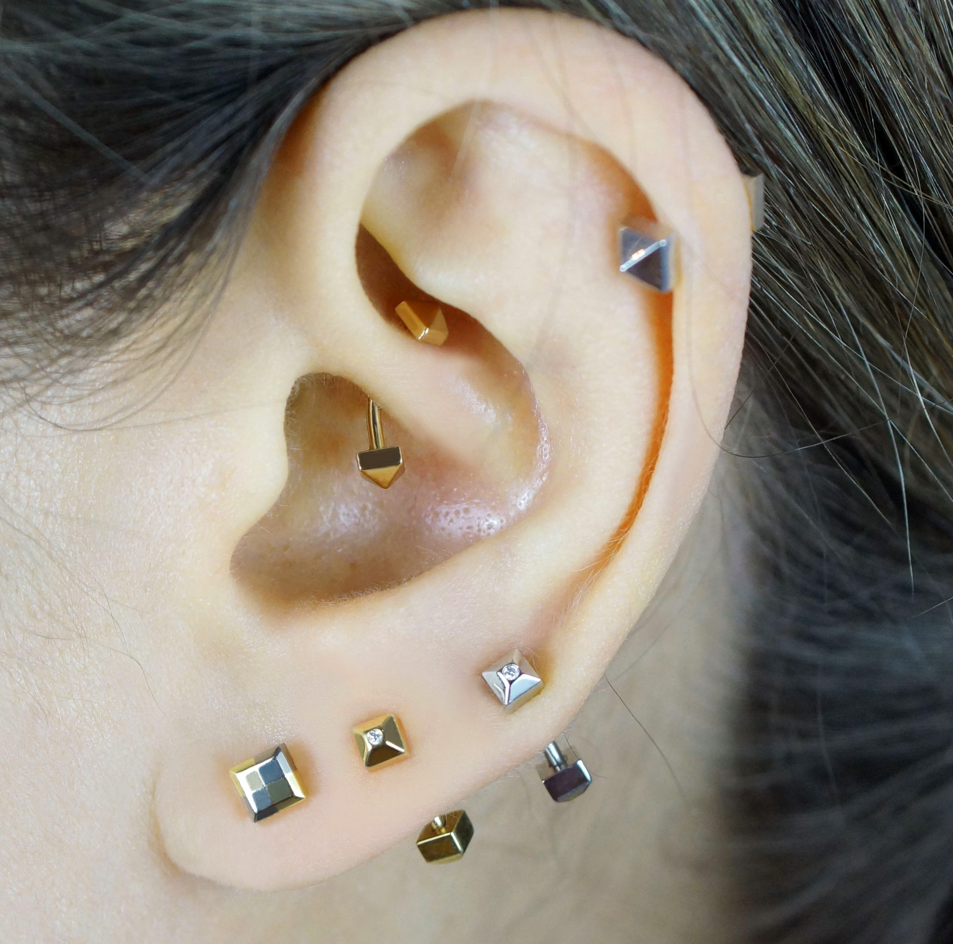 Unisex cartilage piercing earring handmade from 18k yellow/white gold