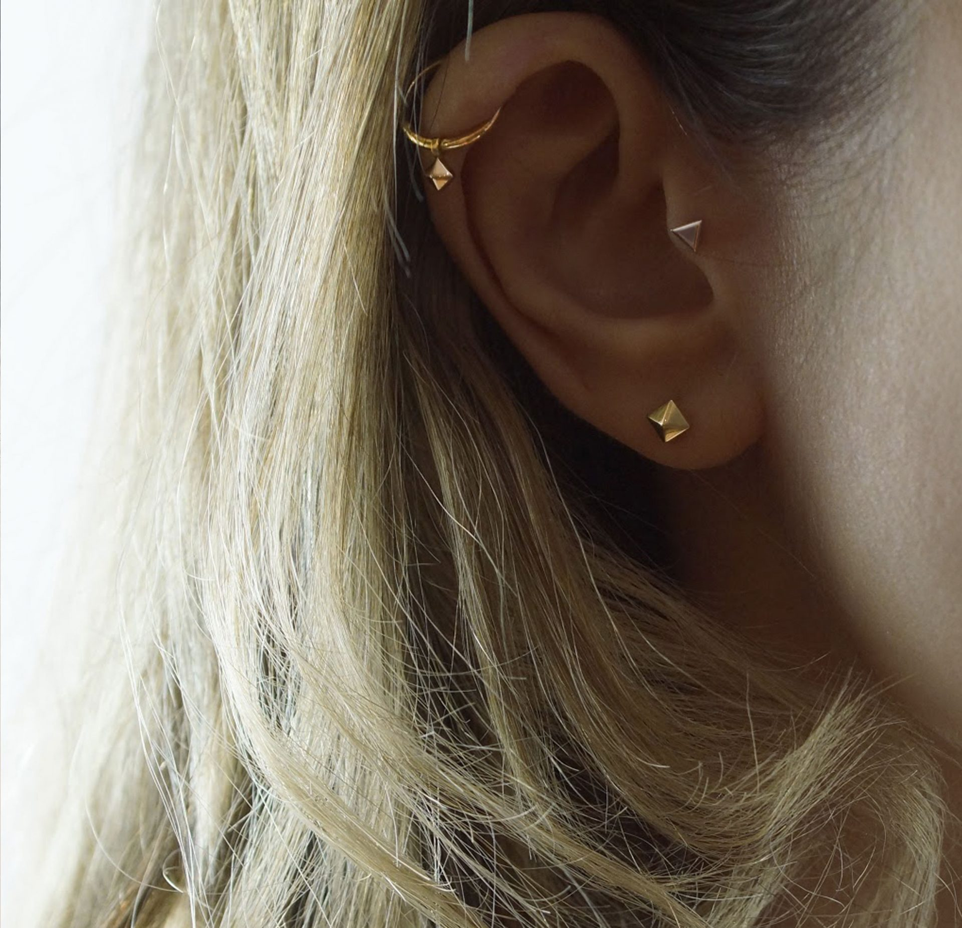 18k-solid-yellow-gold-cartilage-helix-huggie-hoops-charms-lena-cohen-london