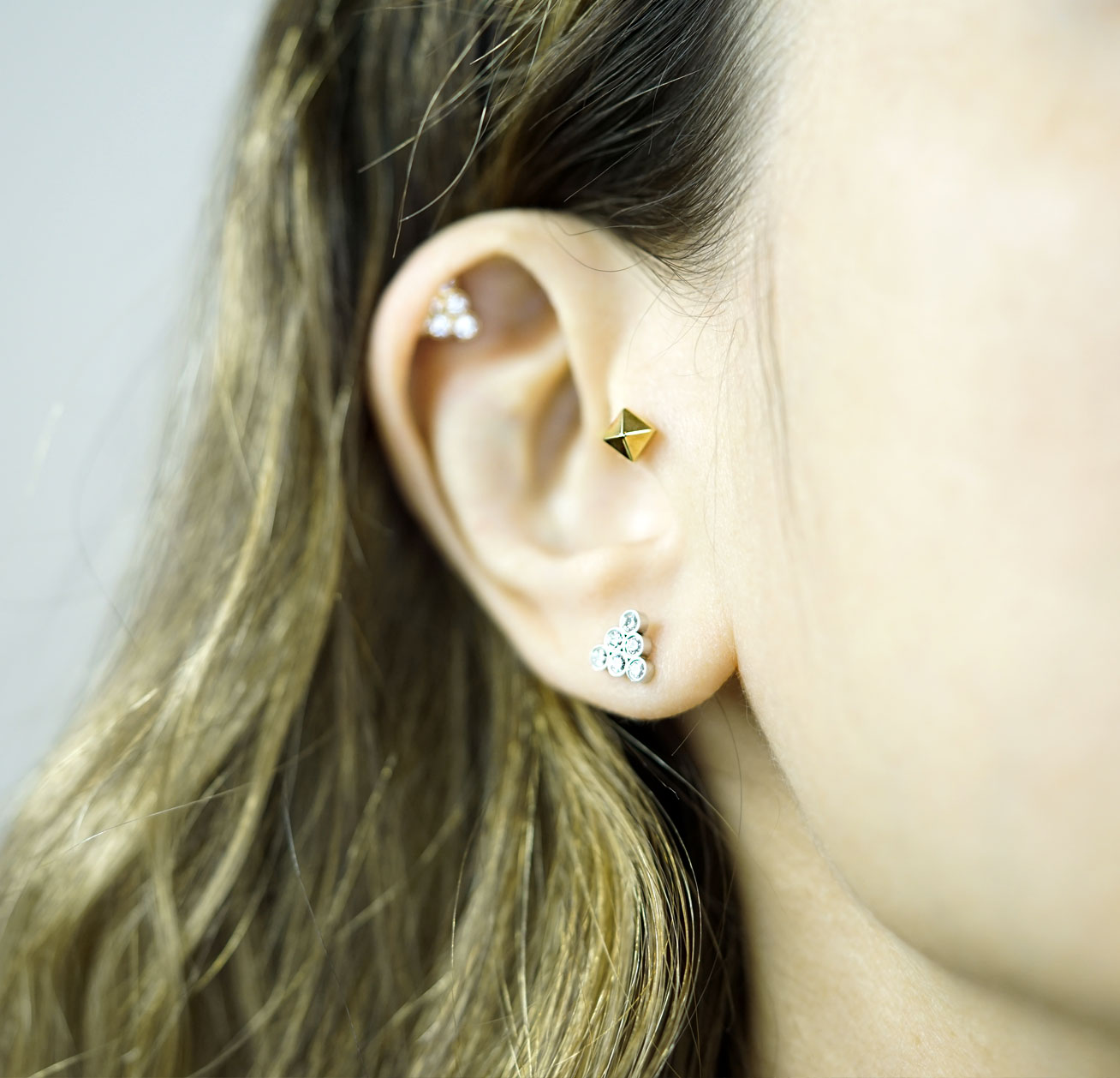 unisex-18k-solid-yellow-gold-handcrafted-pyramid-stud-for-cartilage-ear-screw-back