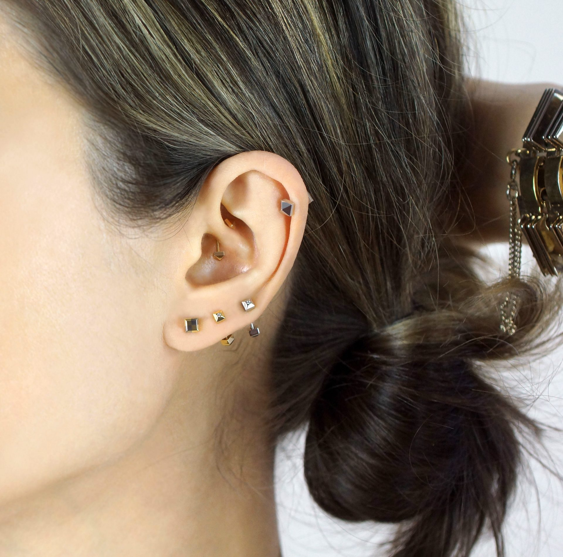 unisex-piercing-daith-barbell-lena-cohen-uk-london-18k-gold