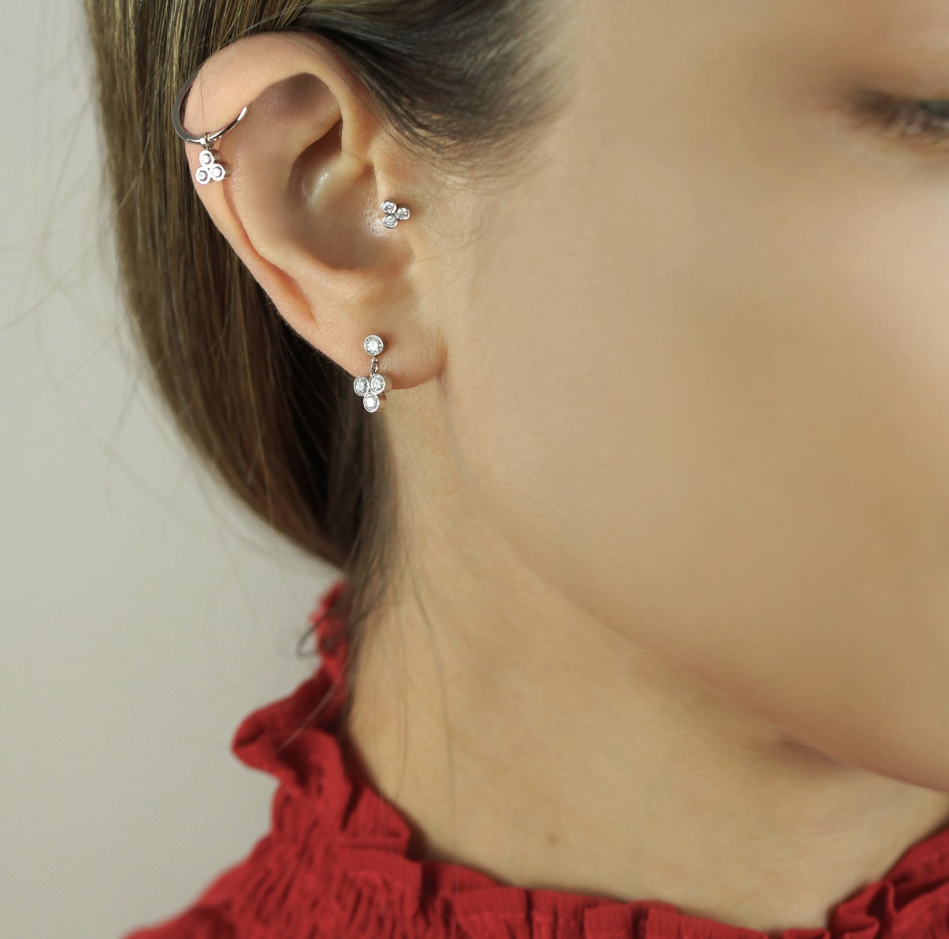 What type of jewellery should you buy for a curated ear? When it comes to decorating your multiple piercings with jewellery, your options are almost limitless. You can try just about anything, from wearing multiple huggies with diamond charms, from your Helix all the way down to your lower lobe