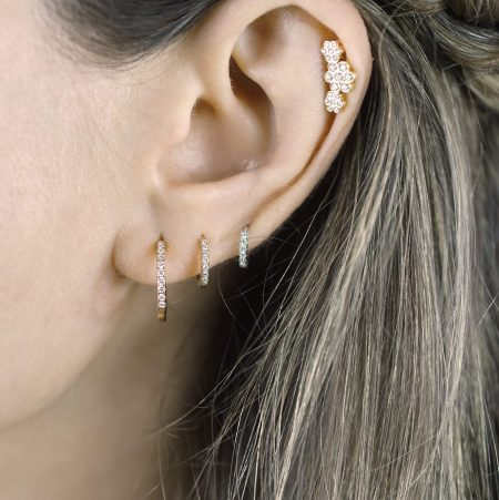 Three Flower Garland Helix Diamond Stud