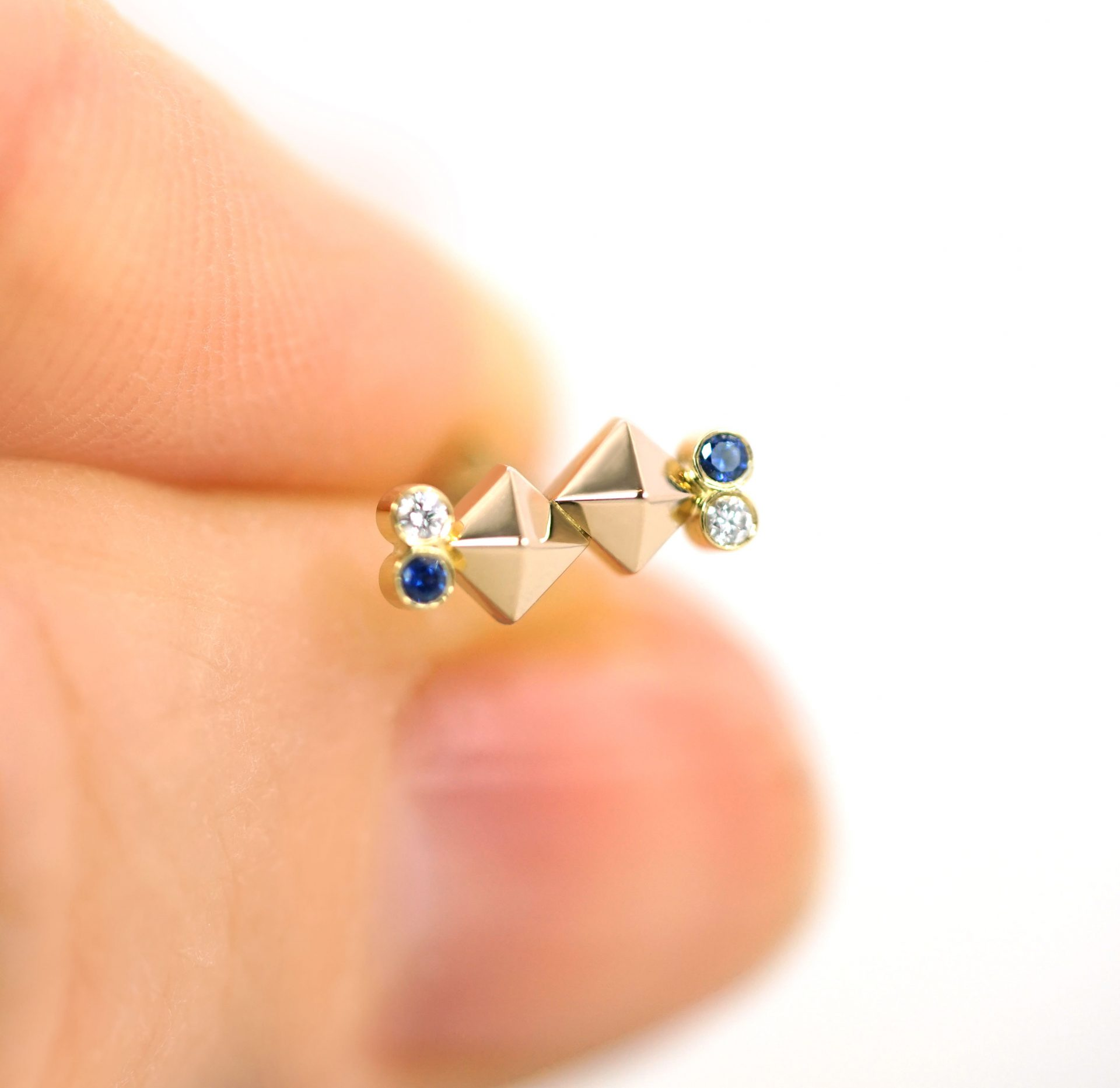 pisces-sign-zodiac-earring-18k-solid-yellow-gold-sapphire-diamond